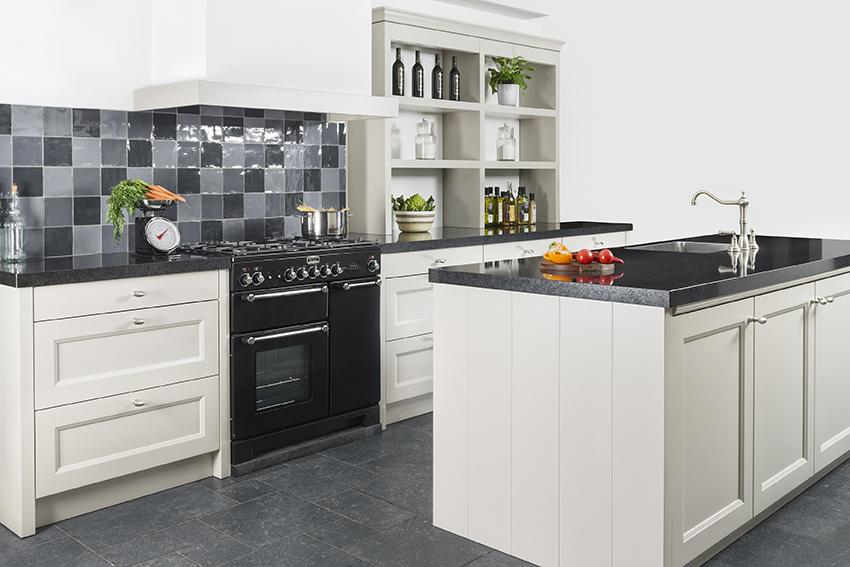 Kosten Houten Keuken : Maatwerk en houten keukens huizenga keukenstyle friesland