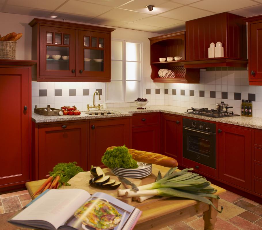 Huizenga maatwerk keuken Sikkens rood